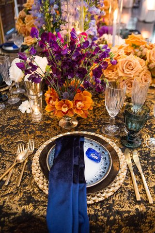 silk-navy-linens-black-and-gold-table-setting-black-and-gold-linens