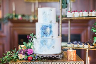 wedding-cake-with-hand-painted-watercolor-design-white-light-blue