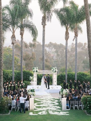 wedding-ceremony-of-stephanie-ming-nfl-player-levine-toilolo-football-flower-petal-swirl-aisle