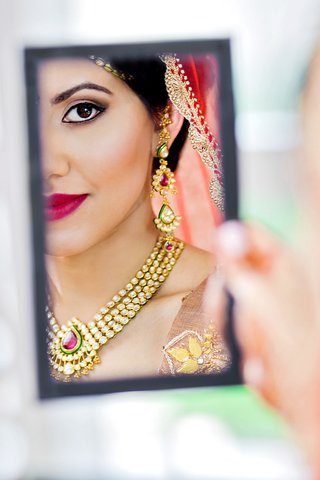reflection-shot-of-indian-american-bride-checking-her-makeup-in-the-mirror