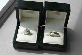 lester-lampert-wedding-rings-in-black-boxes-with-white-velvet