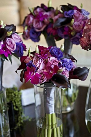 purple-orchid-and-rose-bouquets-in-glass-vases
