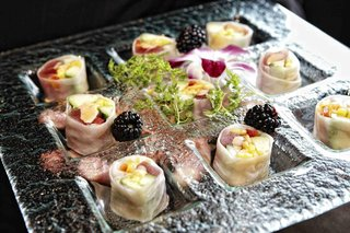 bite-size-ahi-tuna-in-vietnamese-spring-roll-wedding-appetizer