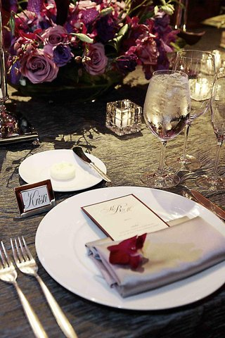 silk-silver-napkin-and-name-card-in-silver-frame-at-wedding