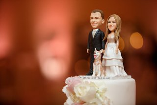 cake-topper-with-bride-and-groom-and-their-dog