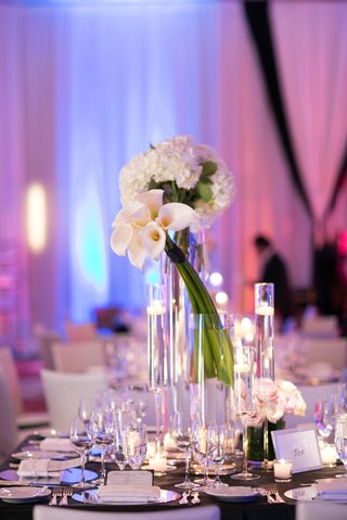 adrianna-costa-wedding-centerpiece-with-white-bouquets