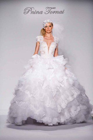 pnina-tornai-for-kleinfeld-2016-decennie-lace-and-tulle-ball-gown