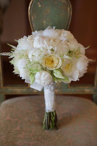 joanna-krupa-wedding-bouquet-with-roses-and-stephanotis