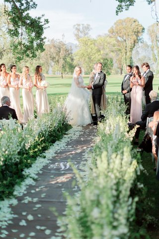 outdoor-wedding-ceremony-at-ojai-valley-inn-spa-with-no-backdrop
