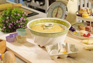 villeroy-boch-easter-breakfast-bundt-cake-baking-dish-white-green-farm-details-flowers
