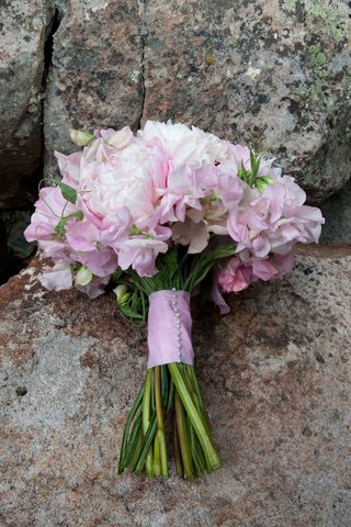 pink-peony-flowers-in-bridal-bouquet-with-stems