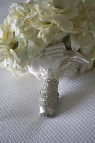 white-flower-bouquet-wrapped-with-white-satin-ribbon