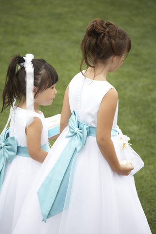 white-flower-girl-dresses-with-blue-ribbon-bow-in-back