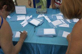 guests-sign-blue-and-white-cards-for-the-newlyweds