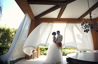 bride-and-groom-under-canopy-in-costa-rica