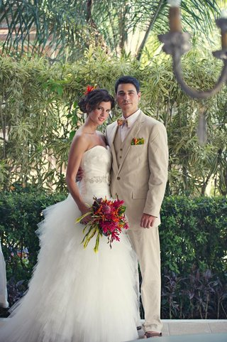 tropical-bride-and-groom-in-costa-rica-destination-wedding