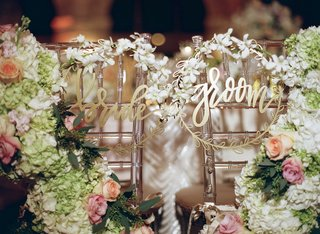 laurel-leaf-circle-bride-and-groom-modern-calligraphy-chair-signs-lucite-chairs-flowers-with-orchids