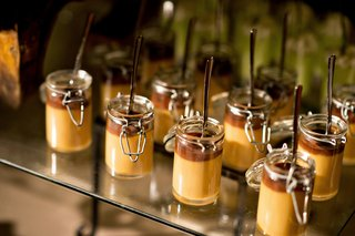 chocolate-and-caramel-pudding-in-mini-mason-jars-at-wedding-dessert-table