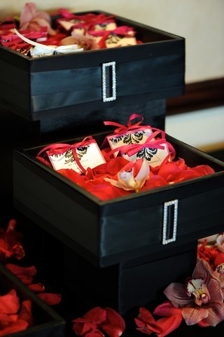 black-box-filled-with-petals-and-seating-cards