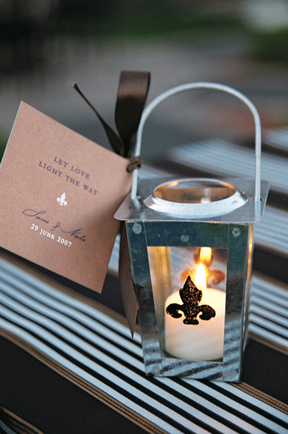 fleur-de-lis-lanterns-with-brown-note
