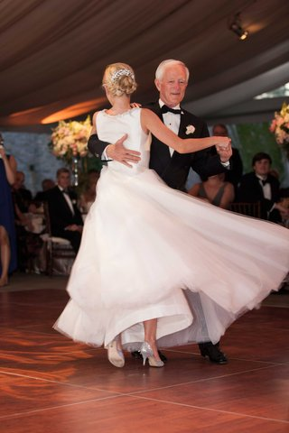 a-bride-twirls-in-her-full-tulle-skirt-during-the-father-daughter-dance-at-her-reception