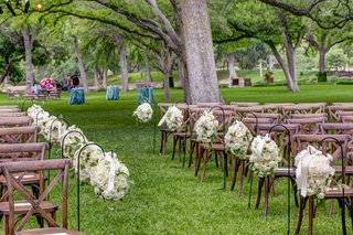 outdoor-wedding-ceremony-with-white-rose-and-hydrangea-aisle-markers