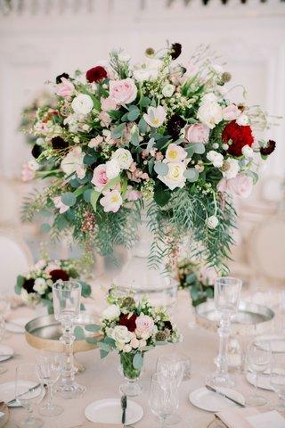wedding-reception-centerpiece-pink-white-burgundy-red-flowers-gold-accents-kike-hernandez-wedding