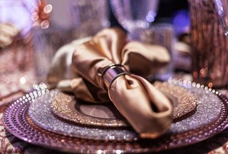 metallic-purple-reception-place-setting-styled-shoot-fall-napkin-ring-sparkle-chargers-copper