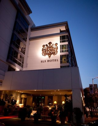 sls-hotel-in-beverly-hills-at-sunset-evening