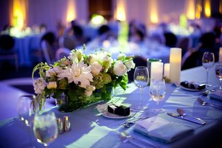 blue-reception-lighting-on-table-with-white-flower-centerpiece