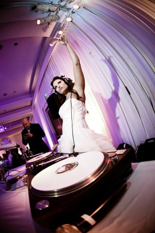 bride-wearing-headphones-at-dj-spin-scratch-station