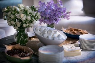 wedding-dessert-ideas-smore-station-chocolate-marshmallow-marshmellow-graham-cracker-monogram-napkin