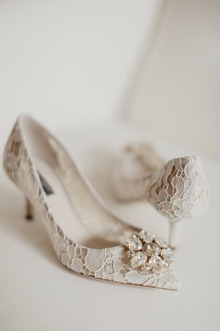 dolce-gabbana-lace-bridal-pumps-with-crystal