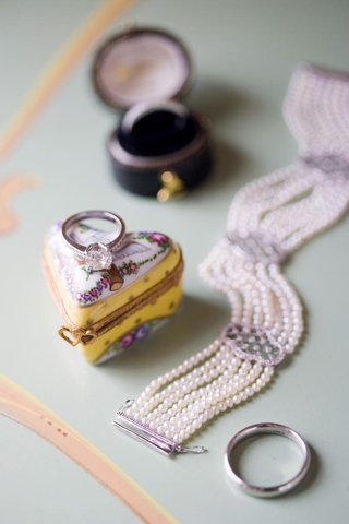 vintage-inspired-wedding-day-jewelry-with-keepsake-box
