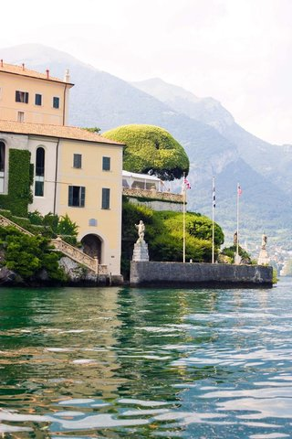 wedding-venue-in-italy-overlooking-water-with-flags