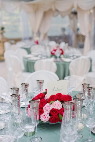 red-and-pink-rose-centerpiece-with-calligraphy-table-name