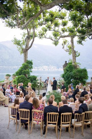 guests-seated-around-bride-and-groom-at-outdoor-italian-ceremony