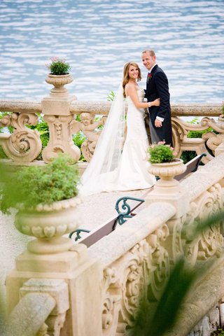 wedding-couple-on-lakefront-terrace-in-lake-como-italy