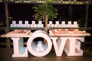gourmet-donut-wedding-favors-on-table-that-spells-out-love