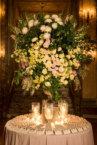 gold-escort-cards-and-candles-with-large-arrangement