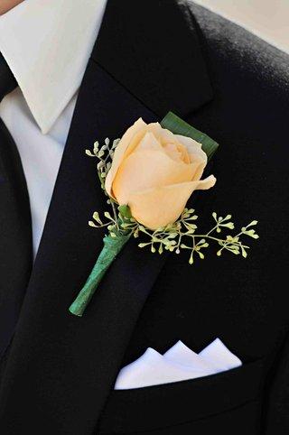 single-ivory-rose-on-black-tuxedo-lapel