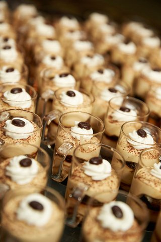 tiramisu-looking-desserts-in-small-clear-mugs-at-wedding-reception
