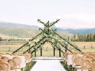 unique-wedding-ceremony-made-with-six-intersecting-poles-in-a-triangle