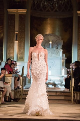 idan-cohen-fall-winter-2018-empire-of-love-wedding-dress-strapless-bridal-gown-feather-flowers