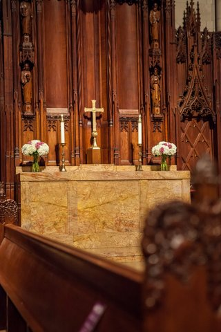 marble-cathedral-altar-with-cross-and-short-floral-arrangements