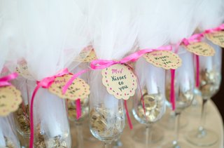 bridal-shower-favors-of-champagne-flutes-filled-with-chocolate-kisses-tied-with-pink-bows