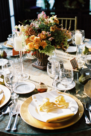 reception-table-with-pears-holding-table-cards