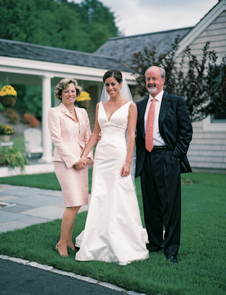 bride-with-dad-and-mom-in-light-pink-two-piece-suit