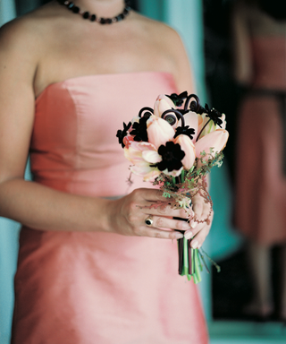 bridesmaid-holds-pink-tulip-bouquet-with-black-flowers
