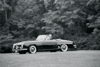 black-and-white-photo-of-classic-convertible-wedding-car-1958-mercedes